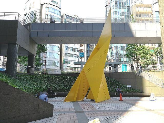 新宿エルタワーメトロA18出入口付近の座れる休憩場所