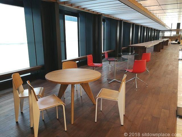 新宿三井ビル2F エントランスホールの休憩場所