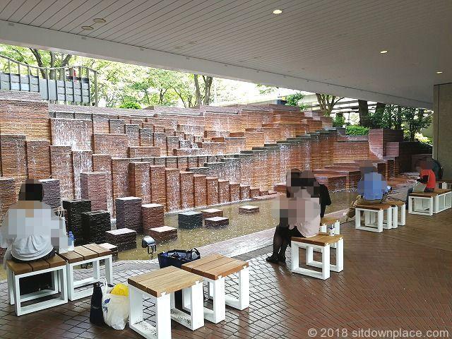 新宿三井ビル55ひろばの滝