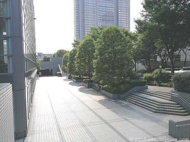 新宿モノリス前の公開空地