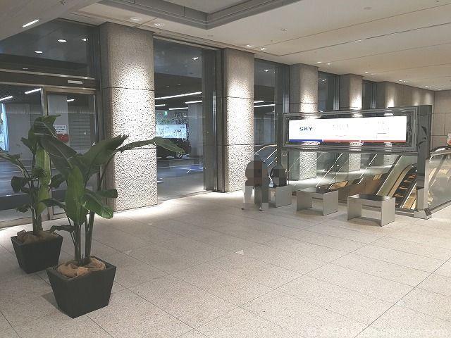 新宿野村ビルB1Fの座れる休憩場所