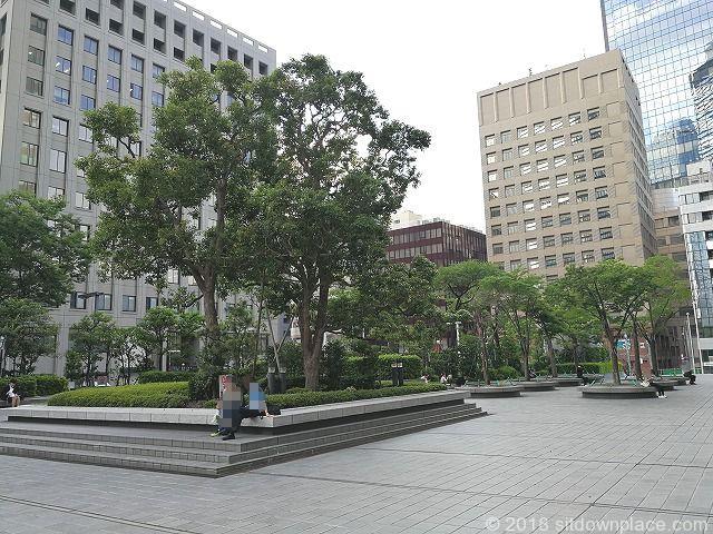 新宿野村ビルの公開空地全体