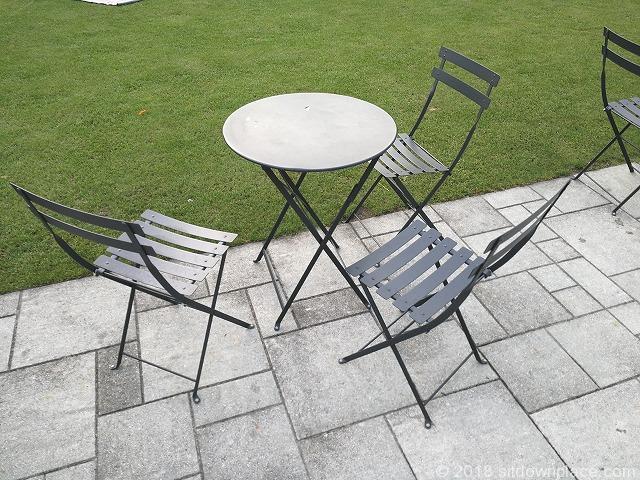 南池袋公園のテーブル席