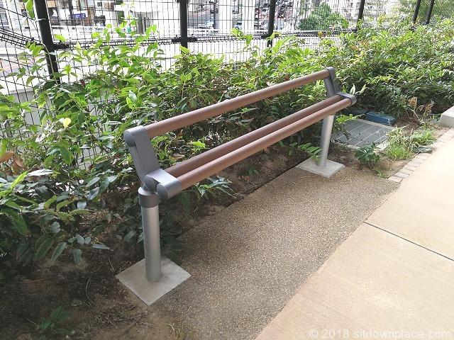目黒天空庭園の大橋JCT付近の簡易ベンチ