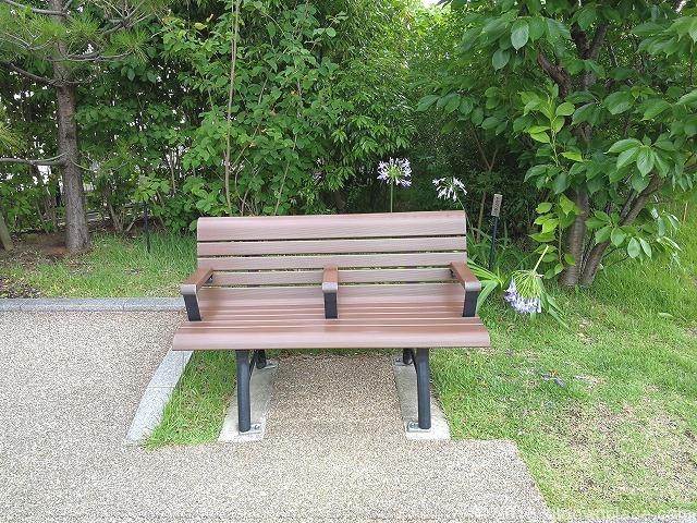 目黒天空庭園の木製ベンチ