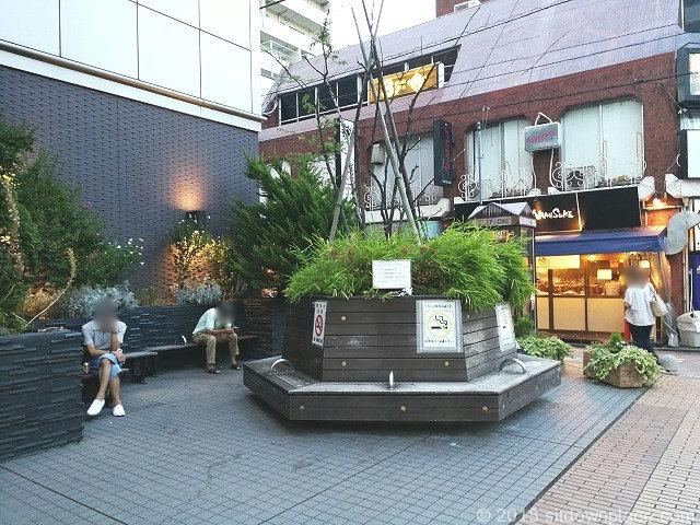 吉祥寺ヨドバシ横の座れる休憩場所