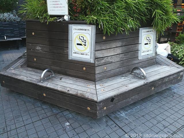 吉祥寺ヨドバシ横のベンチ詳細