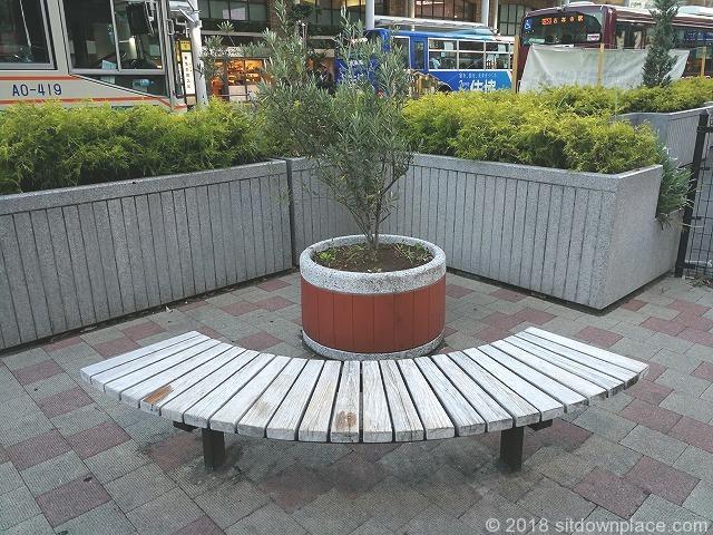 吉祥寺ゾウのはな子銅像付近のベンチ詳細