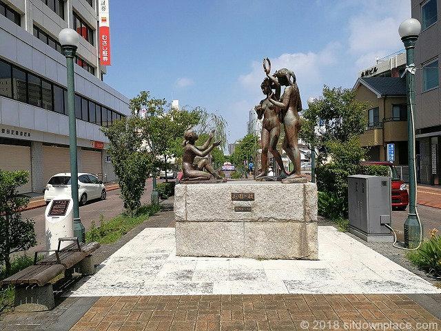 星川通りの彫刻