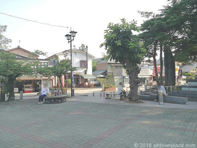 長瀞駅前の座れる休憩場所