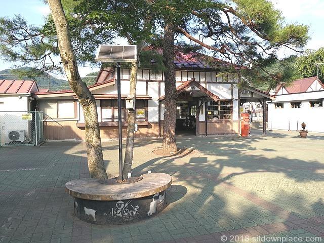 長瀞駅前観光協会側の円形ベンチ