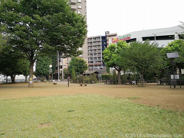 新座駅南口公園の座れる休憩場所