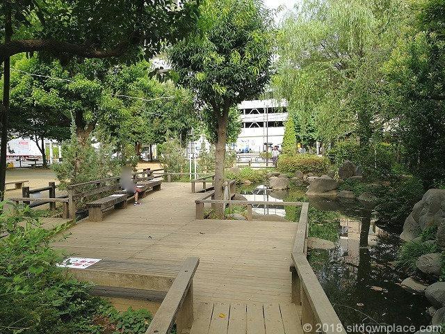 新座駅南口公園の野火止用水路