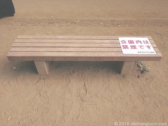 新座駅南口公園のベンチ詳細