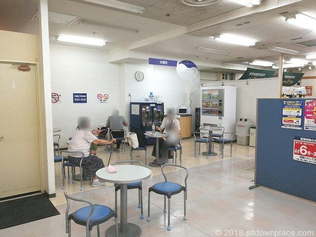 西国分寺駅にしこくマインB1Fの休憩所