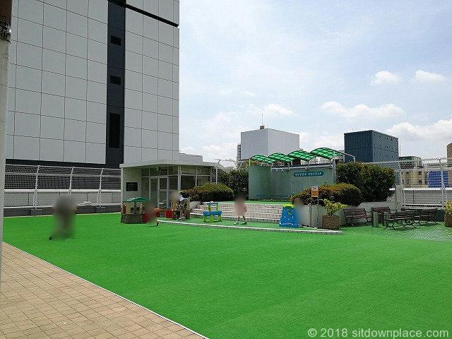 上野松坂屋屋上広場の人工芝