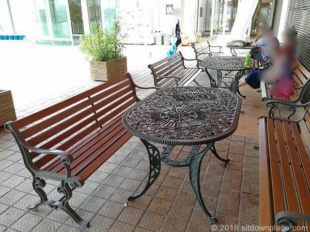 上野松坂屋屋上広場のテーブル席
