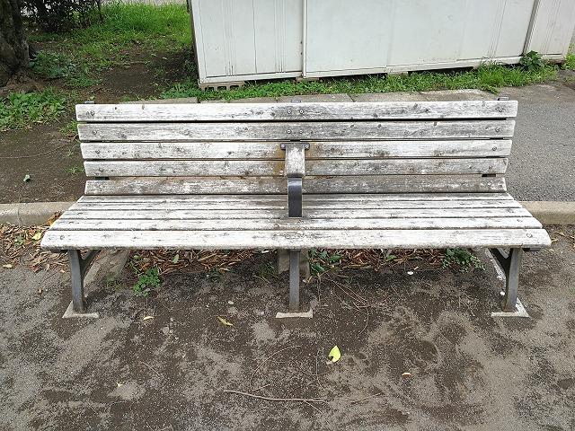 世田谷丸山公園のベンチ詳細