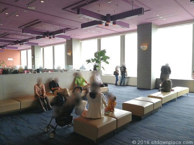 三軒茶屋キャロットタワー展望ロビーの座れる休憩場所