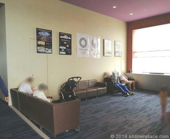 三軒茶屋キャロットタワー展望ロビー玉川通り側の座れる休憩場所