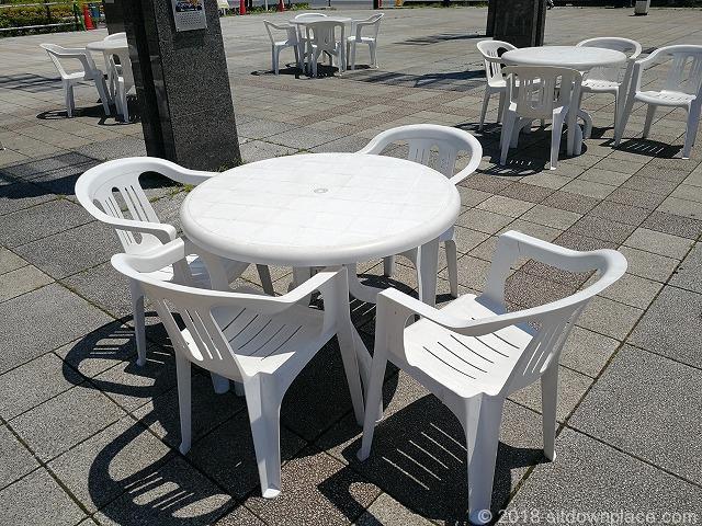 西武秩父駅前広場にある座れる休憩場所