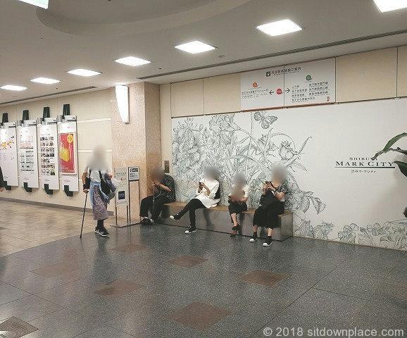 渋谷マークシティ4F化粧室付近の座れる休憩場所
