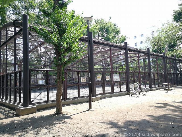 文京宮下公園のベンチ詳細