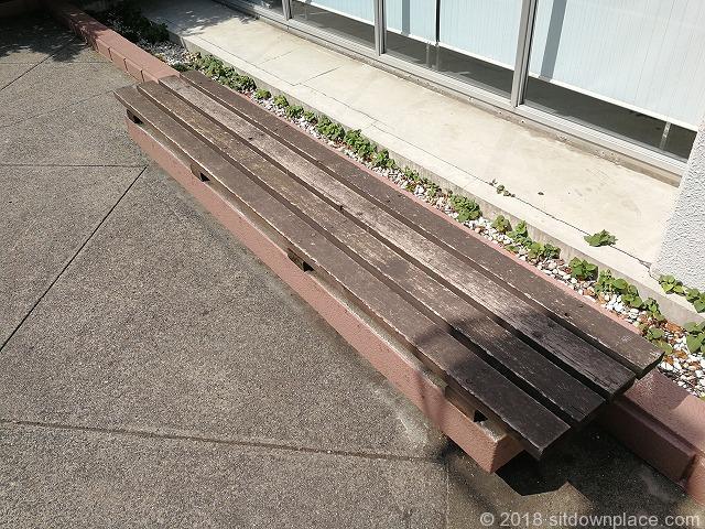 巣鴨郵便局前のベンチ詳細