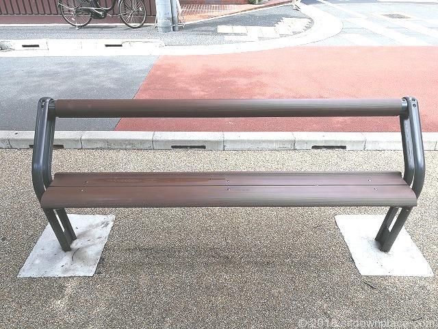 すがも桜並木通りのベンチ