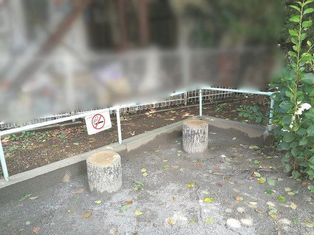 巣鴨四丁目児童遊園のベンチ