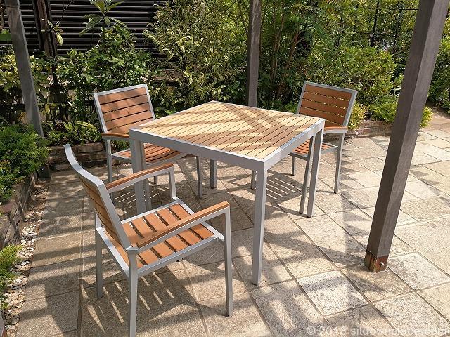 ルミネ立川屋上スカイガーデンコトリエの3人掛けテーブル席