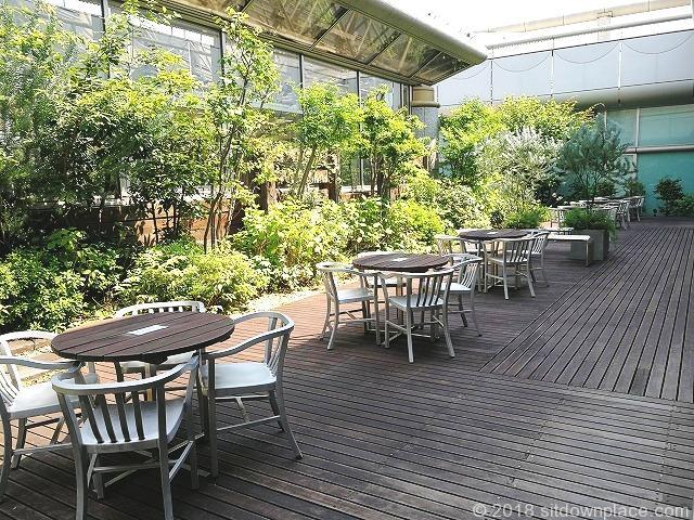 立川高島屋9F庭園テラスの座れる休憩場所