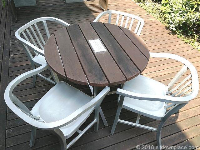 立川高島屋9F庭園テラスの4人掛けテーブル席