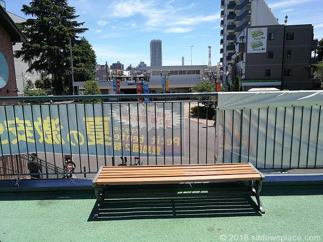 豊島園ティーズガーデン2Fのベンチ