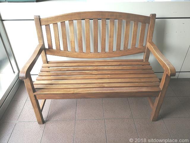恵比寿スカイウォークの木製ベンチ詳細