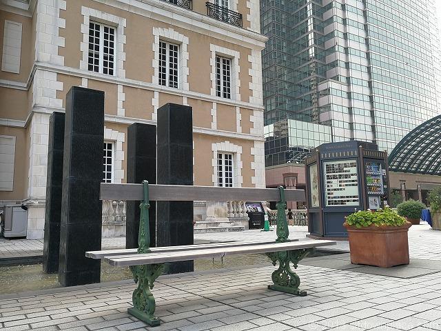 恵比寿ガーデンプレイスジョエル・ロブション横のベンチ