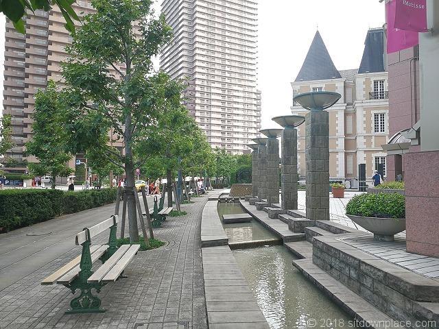 恵比寿ガーデンプレイスジョエル・ロブション前水路の景観