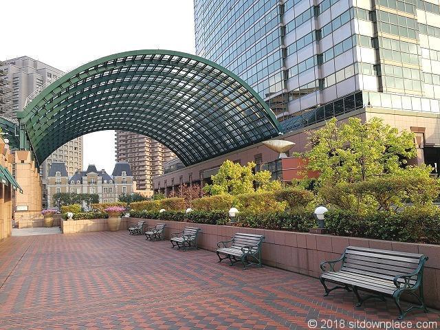 恵比寿ガーデンプレイス三越横の座れる休憩場所
