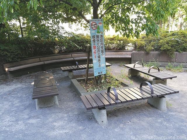 浜崎公園の3人掛けベンチ