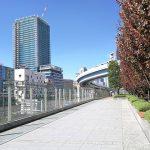 【浜松町駅】汐留芝離宮ビルディング 2Fデッキの休憩場所