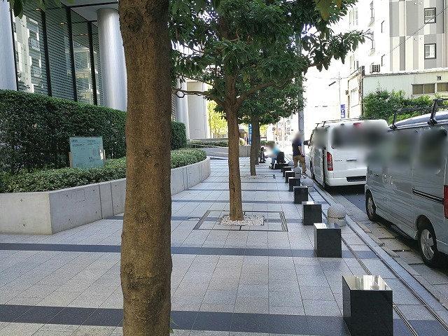 浜松町スクエア公開空地のベンチ群