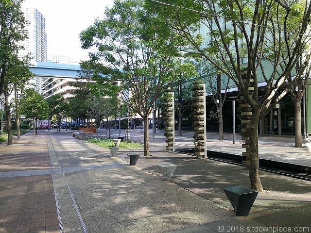 汐留ビルディング交通広場付近の座れる休憩場所
