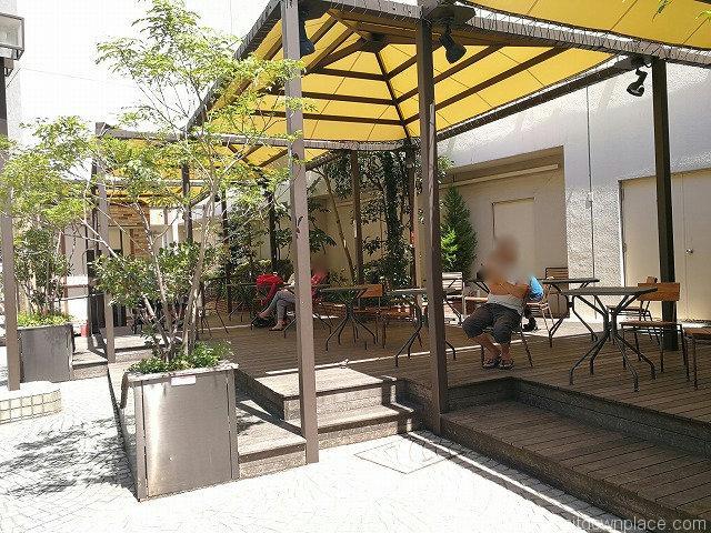 吉祥寺マルイ横七井橋通りのテーブル席