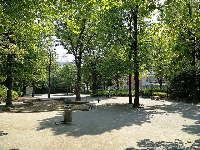 殿ヶ谷庭園開放公園