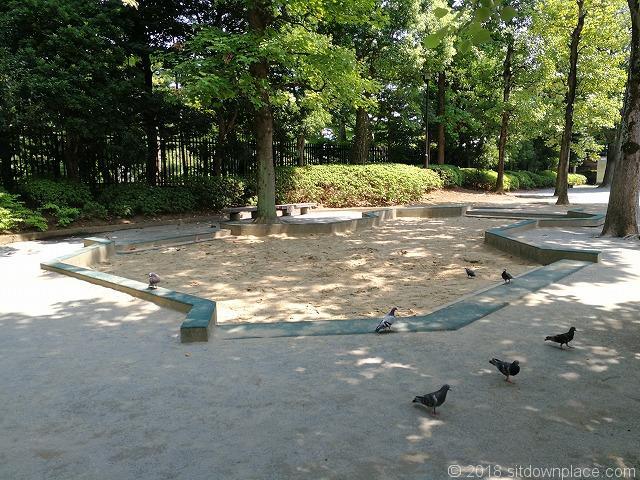 殿ヶ谷庭園開放公園の砂場