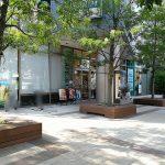 【三鷹駅】武蔵野タワーズ・クリオ 公開空地の休憩場所