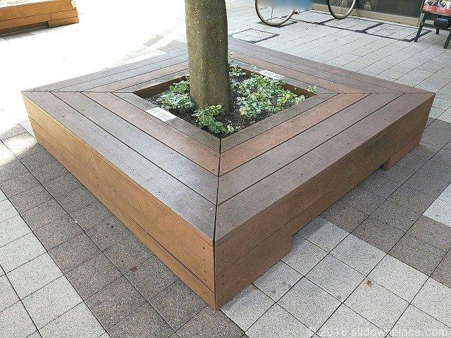 武蔵野タワーズスカイゲートタワーの木製ベンチ