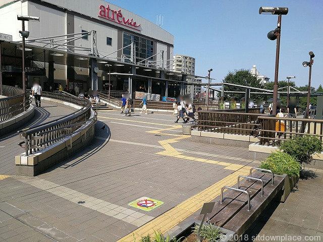 三鷹駅ペデストリアンデッキ