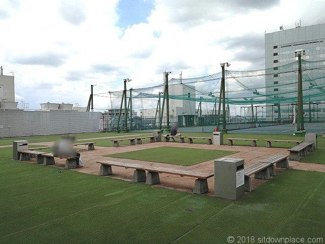 大宮西口DOM屋上青空広場の休憩所