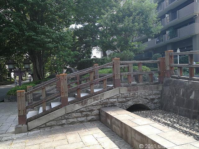 氷川参道の水路